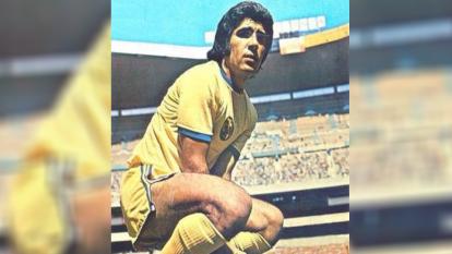 Reinoso se encaminaba a jugar en el Santos de Pelé, pero su destino y unas negociaciones, lo llevaron al club azulcrema.