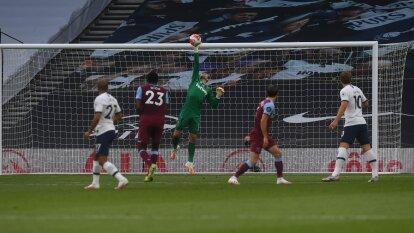 Con autogol de Tomas Soucek y gol del killer Harry Kane quien sentenció el partido para darle los tres puntos al cuadro londinense.