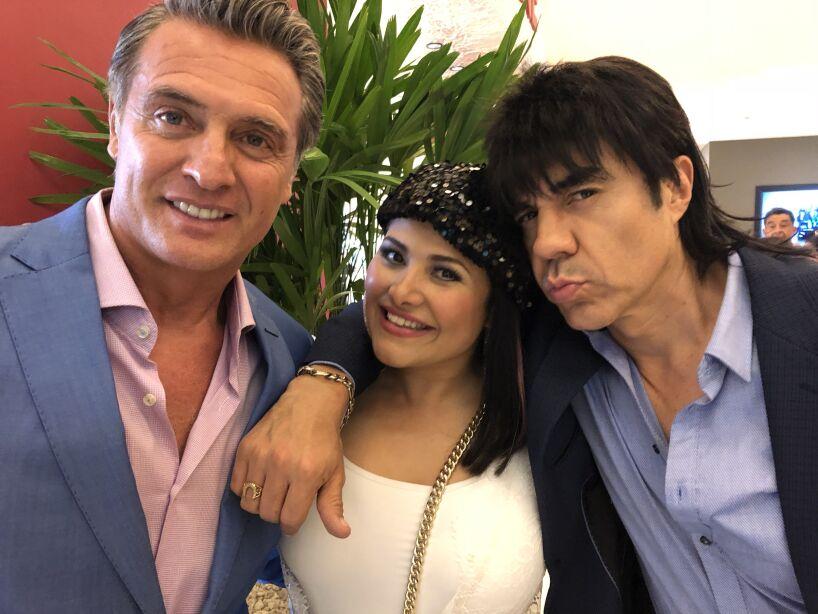 Te Perdiste Del Capitulo 21 De Nosotros Los Guapos Velo Aqui Nosotros Los Guapos Las Estrellas Tv Nosotros los guapos is a mexican sitcom that premiered on blim on august 19, 2016. nosotros los guapos