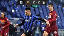 El AC Milan festeja que la Roma rescató el empate ante el Inter.