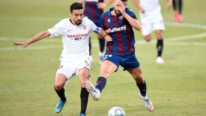 El Levante y el Sevilla reparten puntos con empate a un gol; autogol de Diego Carlos y tanto de De Jong para el Sevilla.