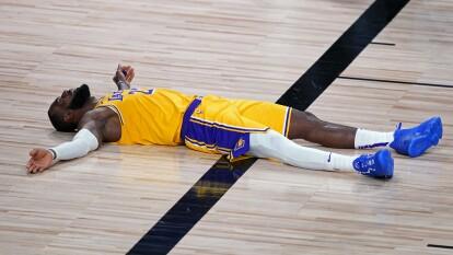 LeBron y los Poderosos Lakers no pueden ganar en su regreso a los Playoffs y caen 100-93 frente a los Portland Trail Blazers.