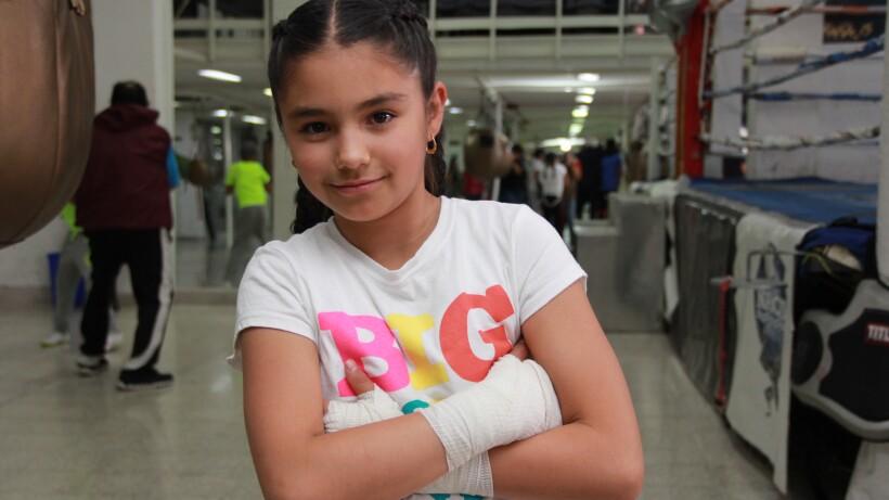 """ENTREVISTA: """"La niña de oro"""", ganadora de torneos de box, en Como dice el dicho"""