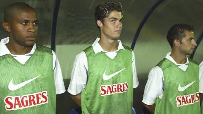Cristiano Ronaldo en el año 2003 cuando sólo tenía 18 años. Era un partido con el selectivo de Portugal y era su debut.