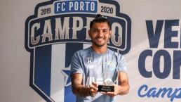 ¡Otra vez! Tecatito luce como MVP de la Primeira Liga
