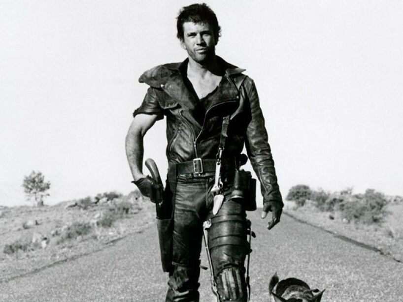 La fama llegó a su vida con las series de películas Mad Max y Lethal Weapon (Arma Mortal).