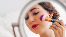 Cómo elegir tu tipo de base de maquillaje y aplicarla correctamente. Sigue estos sencillos tips