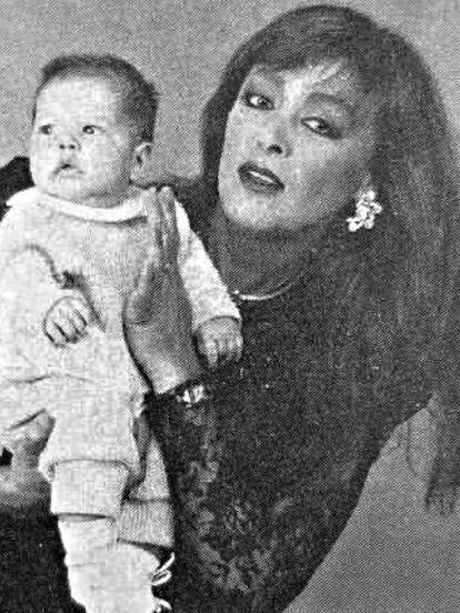 Sylvia Pasquel compartió tres emotivas fotografías de su nieta Michelle Salas y le demostró su cariño.