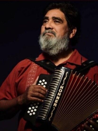 Celso Piña nació el 6 de abril de 1953 en Monterrey, Nuevo León.