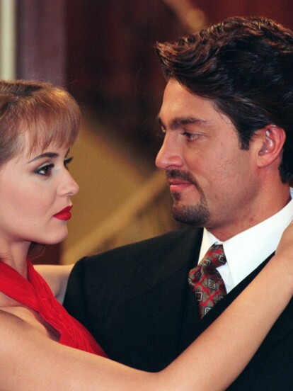En 1998, se estrenó la telenovela 'La Usurpadora', la cual fue protagonizada por Gaby Spanic, Fernando Colunga, Chantal Andere, Juan Pablo Gamboa y Libertad Lamarque, entre otros.