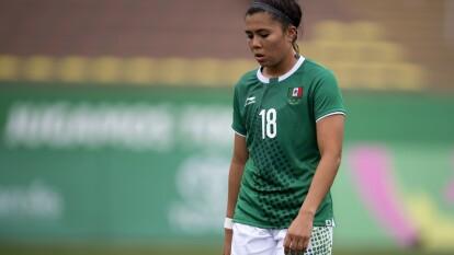 México empató frente a Colombia y solo la derrota de Paraguay ante Jamaica le daría el pase a semifinales .