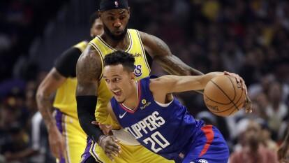 LA Lakers pierden 102-112 ante LA Clippers; Toronto Raptors vence 130-122 a New Orleans Pelicans.