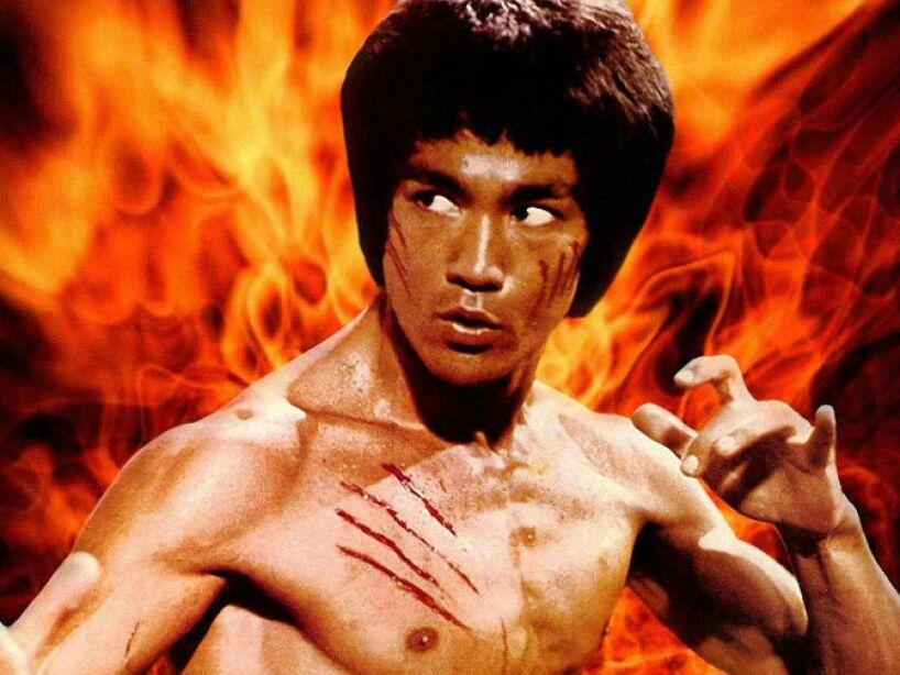 2. Bruce Lee: El actor murió a causa de un edema cerebral en el año 1973, aunque dicen que lo mató su amante.