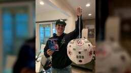 En tiempos de coronavirus, Régulo Caro y su familia se divierten rompiendo una piñata