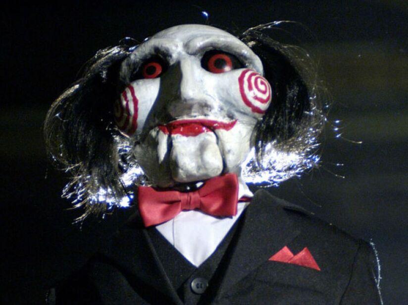 Billie, la marioneta de Jigsaw en la saga de Saw, aparecía antes de cada prueba macabra en las películas.