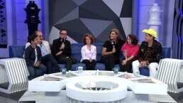 Rinden homenaje a la trayectoria de María Elena Saldaña 'La Güereja'; ella presenta a sus hijos