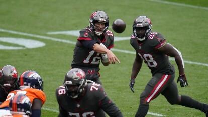 Los Tampa Bay Buccaneers acorralan a los Denver Broncos en su propia casa y les pegan 28-10 en la semana tres de la NFL.