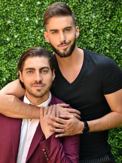 Roberto Carlo sorprendió a su novio, Rubén Kuri, con una romántica propuesta de matrimonio, en la que el experto en moda no puedo evitar emocionarse casi al borde del llanto.