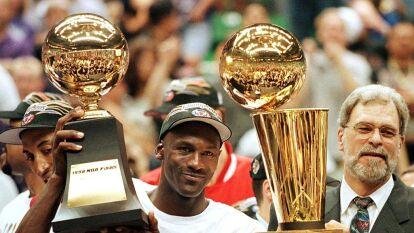 Phil Jackson es el entrenador más ganador en la historia de la NBA al tener 11 anillos en total.