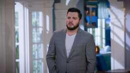 Charly le ruega a Deyanira que no se divorcie de él