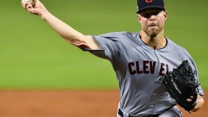 Corey Kluber pasa de los Cleveland Indians a los Texans Rangers.