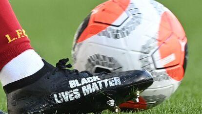 Los zapatos de futbol de Trent-Alexander Arnold con la leyenda 'Black Lives Mater' en la parte externa. Simplemente hermosos.