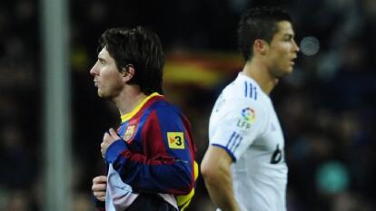 Messi y Cristiano Ronaldo encabezan el top 10 de los mejores futbolistas   El medio británico Four Four Two publicó el conteo considerando los últimos 25 años de actividad mundial.