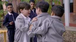 Omarcito trata a Alfredito como su puerquito