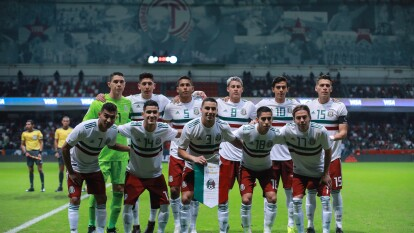 Este fue el último 11 inicial de la Selección Mexicana en la década. Se entdiente que es un cambio generacional, pero la mayoría de estos elementos aún ni estaban en equipos profesionales. Esto sucedía hace 10 años con todos ellos.