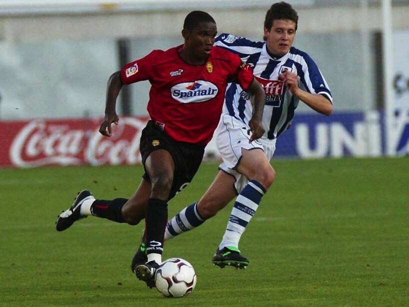 Samuel Eto'o of Real Mallorca and Mikel Aranburu of Real Sociedad