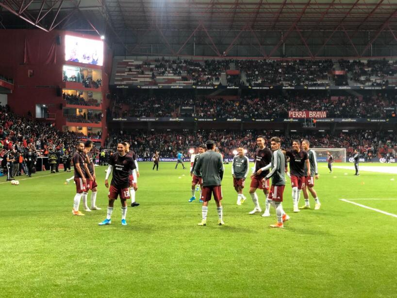 Aficionados y jugadores se preparan para vivir la emoción del encuentro en el Estadio Nemesio Diez.