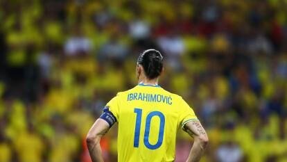 Gran parte de su carrera ocupó el dorsal '10' con la Selección de Suecia.