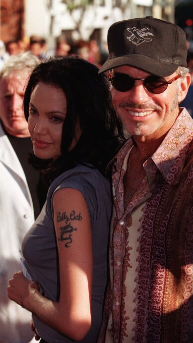 Eiza González y otros famosos que se arrepintieron de un tatuaje dedicado a sus ex amores