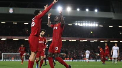 Liverpool vence 3-2 a West Ham después de caer 1-2 y está cerca del título