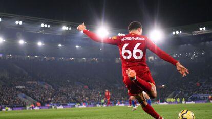 ¡Espectaculares! Así lucen las postales de la gran temporada del Liverpool   El estilo incomparable de Trent Alexander-Arnold cobrando un tiro de esquina.
