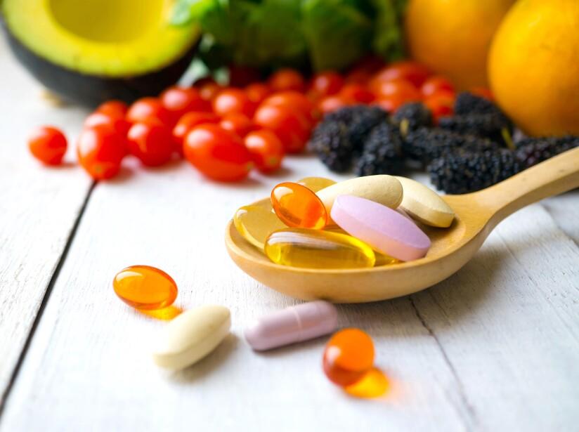 Hay que estar bien hidratados y mantener hidratada la piel con cremas sin fragancia, y aplicar antioxidantes como la vitamina C, que ayudan con los radicales libres.