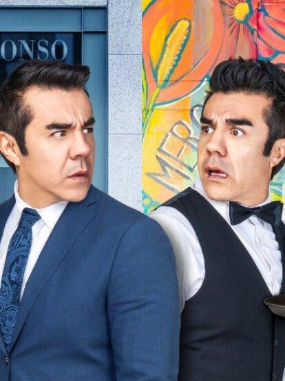 Y aunque existan más producciones que retraten la historia de un par de gemelas, la historia de dos hombres idénticos también ha llegado a la pantalla chica. Tal es el caso de 'Como tú no hay 2', protagonizada por Adrián Uribe y que se estrenará el lunes 24 de febrero a las 8:30 p.m. con Las Estrellas.