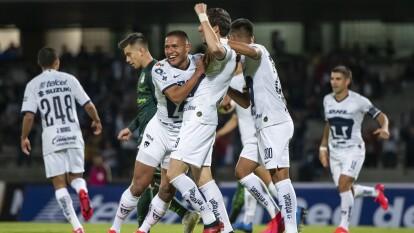 Con goles de Alejandro Mayorga y Juan Dinenno, Pumas le gana 2-1 a Santos, pero no les alcanza para meterse en la siguiente ronda y quedan eliminados.