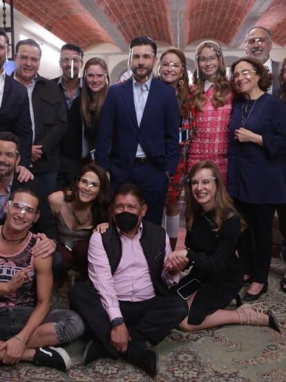 El productor Juan Osorio dio a conocer que Fernando Noriega será el actor que dará vida a 'Mariano Rueda' en la telenovela 'Qué le pasa a mi familia?'. A continuación, te contamos cómo fue esta revelación en imágenes.