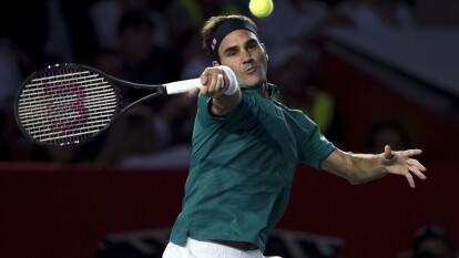 Roger Federer se impuso 2 sets a 1 ante Alexander Zverev en un juego de exhibición que representó una fiesta total en la Plaza de Toros México.