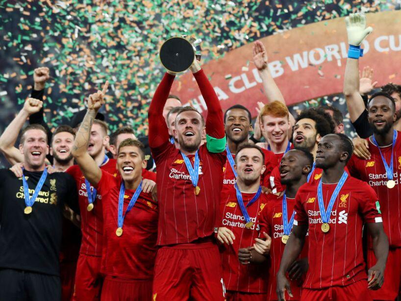 Klopp y Firmino encabezan los festejos de Liverpool que no hay quien lo detenga.