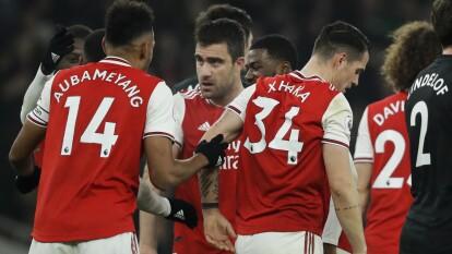 Con goles de Nicolas Pépé y Sokratis, El Arsenal se impone 2-0 al Manchester United.