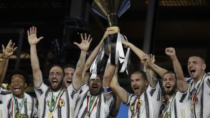 ¡Impresionante! Así fue la celebración de Juventus en la Serie A   La Liga italiana llegó a su fin y los festejos del conjunto de Crsitiano Ronaldo fueron asombrosos.