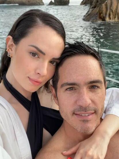Tras hacer público su noviazgo en redes sociales, Mauricio Ochmann y Paulina Burrola no han dejado de compartir fotografías de sus vacaciones juntos, donde, hasta ahora no han hecho más que derramar miel.