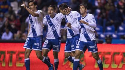 Con goles de Ángel Zaldívar y Christian Tabó, Puebla gana y se queda con los tres puntos en casa.