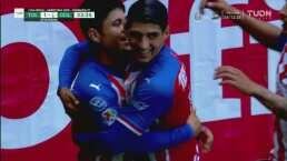 Gran triangulación de Chivas para emparejar 1-1 el partido