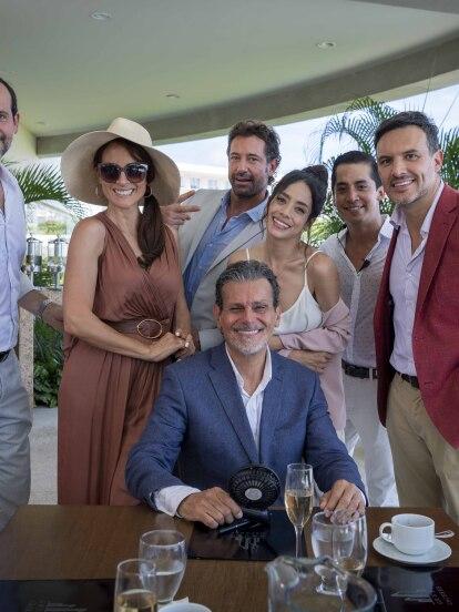 El elenco de 'Te Acuerdas de Mí' posa en exclusiva para Las Estrellas en un momento libre de las grabaciones de la telenovela.