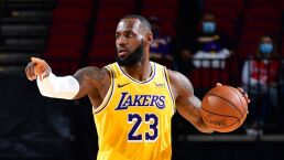 Lakers aplastan a Rockets y mantienen invicto
