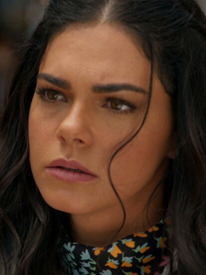 """Tras el impactante encuentro que tuvieron 'Rafael' y 'Fernanda' en """"La Desalmada"""", ella le pide no volver a tocarla y lo golpea con su fuete."""
