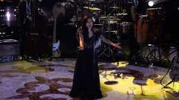 Mon Laferte comparte el escenario con el equipo de Natalia Jiménez